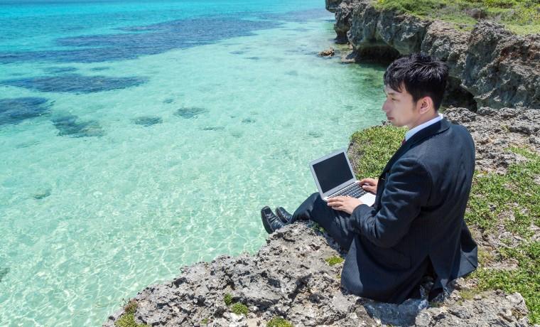 www-pakutaso-com-shared-img-thumb-mimiyako85_gakedeosuwari20140727